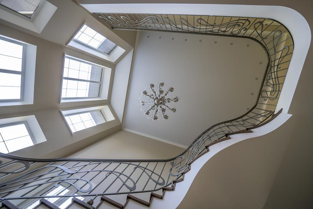 Peinture de cage d'escalier en hauteur
