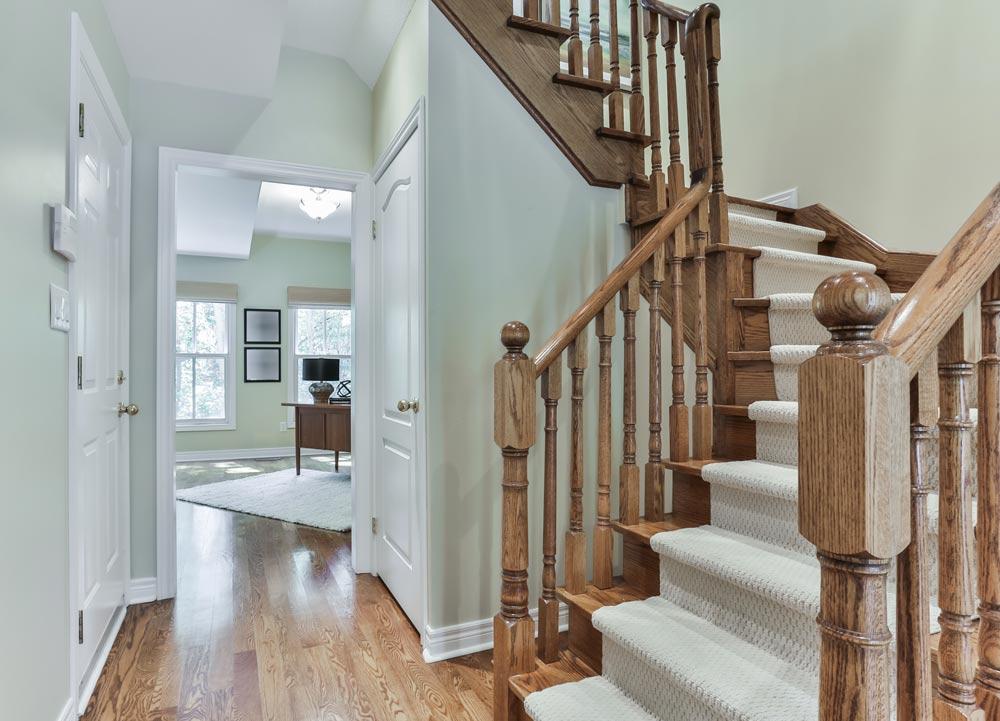 Peinture de haut plafond et case d'escalier